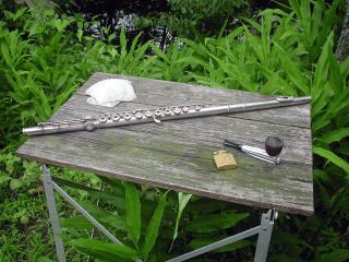 釣り用テーブルとフルート、パイプ
