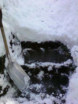 階段を掘り出し中