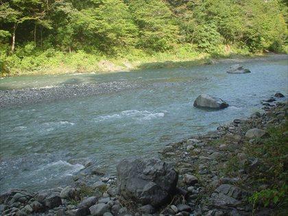 台風後の奥多摩川2
