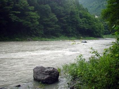 台風11号通過後の奥多摩川