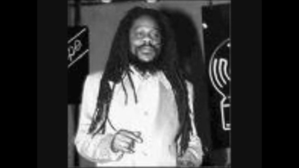 DENNIS BROWN ---- RIBBON IN THE SKY - YouTube
