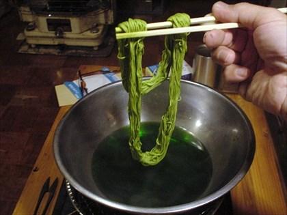クレモナ糸を染色する