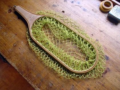 デライトに編み上がったネットを取り付けた