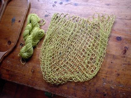 染色してネットを編む